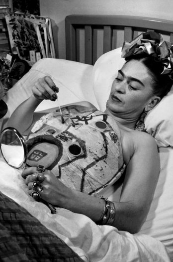 11449_frida_kahlo_in_a_hospital_bed_drawing_her_corset_with_help_of_a_mirror_1951_collection_galeria_lopez_quirog_juan_guzman_